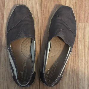 Women's Size 9, Classic Toms Slip-ons